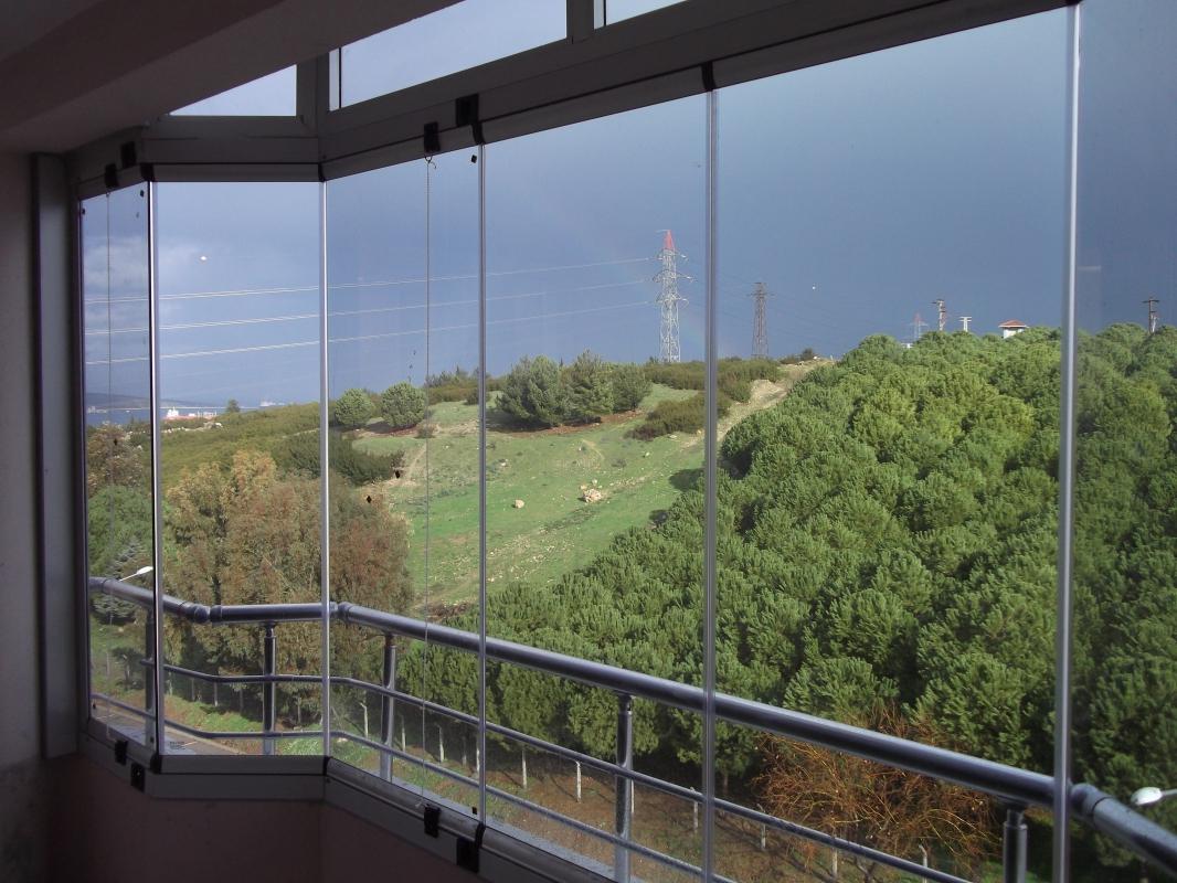Стъклен балкон